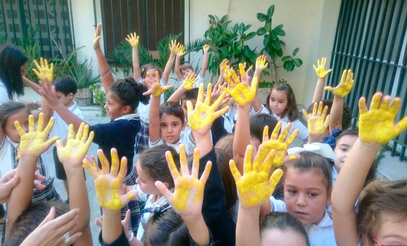 Alumnos del colegio Santa Teresa de Badajoz, el día internacional sobre la concienciación del TEL
